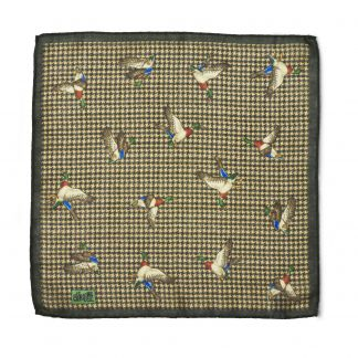 Cordings Olive Duck Houndstooth Wool Hank Different Angle 1